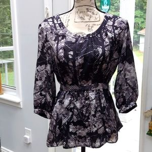 Alist size 10 top, midnight blue with cream
